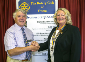f583 ©DJChedgy_Frome Rotary Club Presidents handover outgoing president Humphrey Barnes hands over to First Lady President Dot Cretney_397A0429