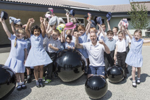 f583 christchurch first school olympic athlete Craig Figes celebrates with a class from Christ Church School
